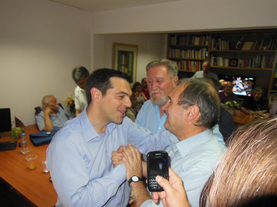 Alexis Tsipras con Paolo Ferrero nella sede di Syriza nella  notte dei risultati